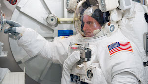 NASA studies twin astronauts